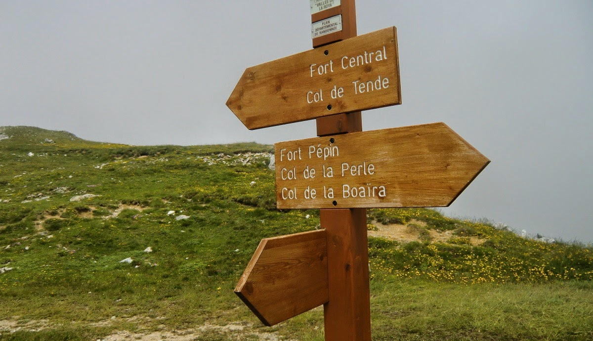 The new trail ended to this unnumbered signpost (about 2100 m)