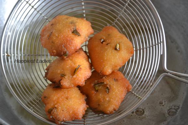 Golden-brown-rave-vada+wholesale-snacks.png