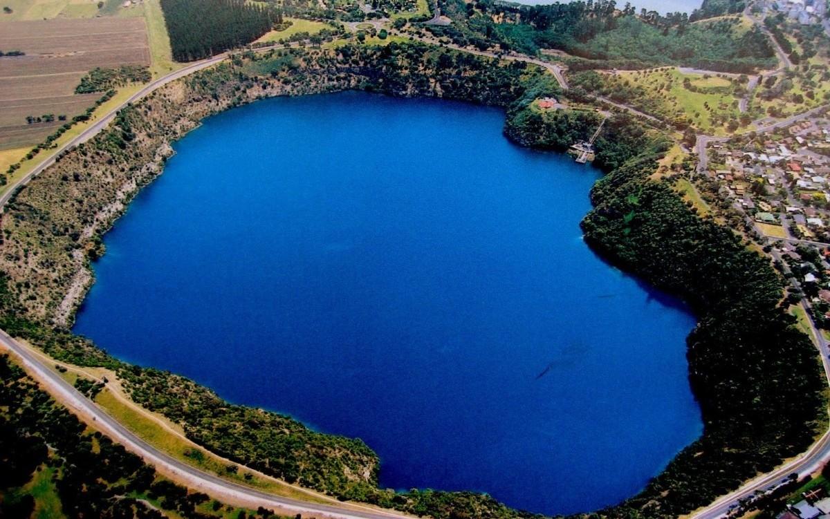 Blue+Lake,+Australia1.jpg