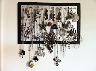 jewerly box organization on a cork board www.thebrighterwriter.blogspot.com