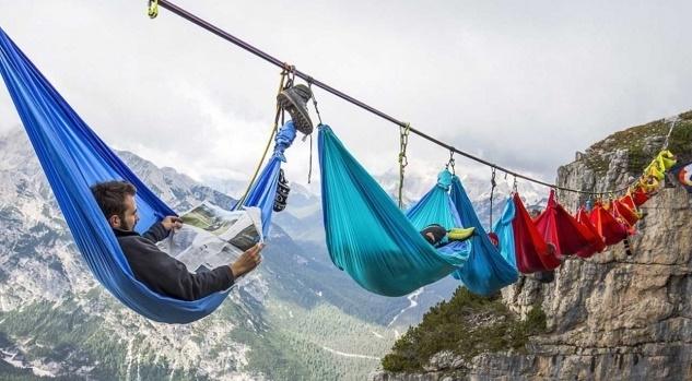 hobi ekstrem tidur diketinggian 50 meter
