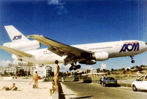 pesawat terbang rendah