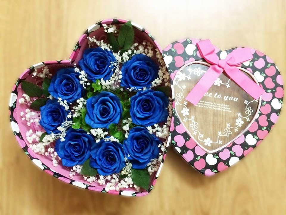 Để cảm nhận sâu sắc hơn ý nghĩa của hoa hồng xanh vĩnh cửu, các bạn hãy xem qua một số hình ảnh này nhé.