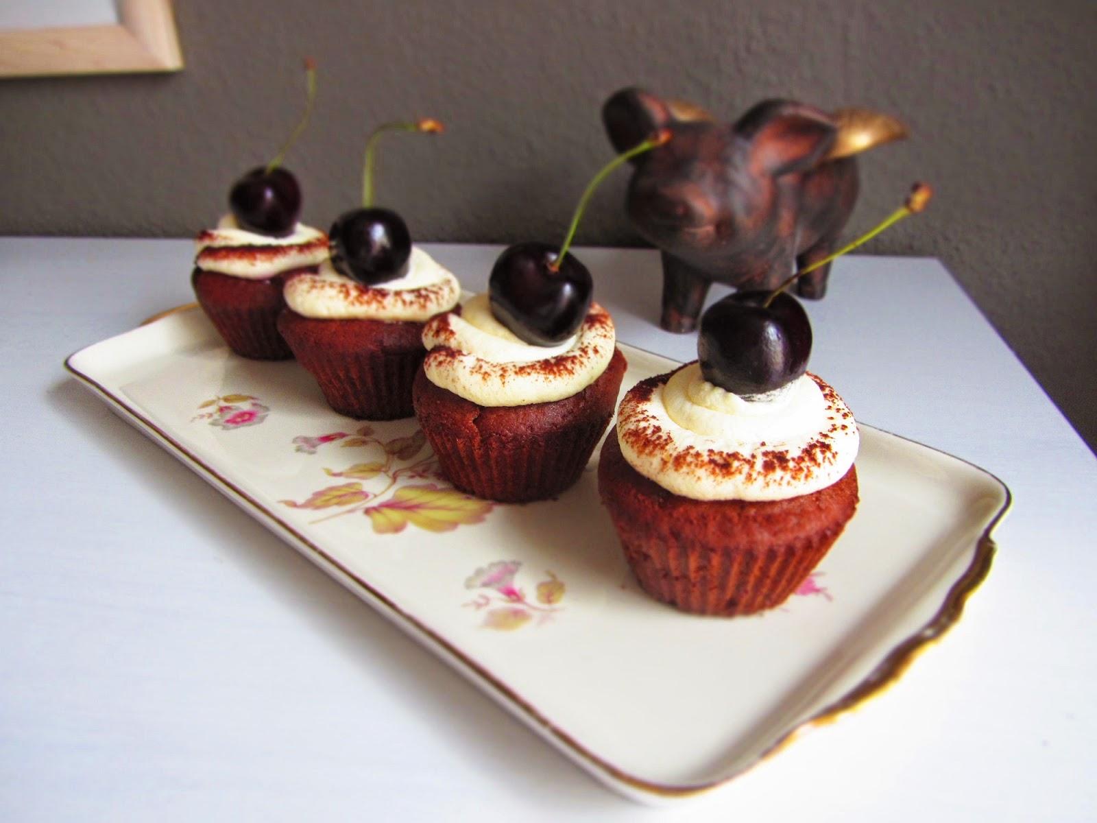 ina is s t schwarzw lder kirsch cupcakes. Black Bedroom Furniture Sets. Home Design Ideas
