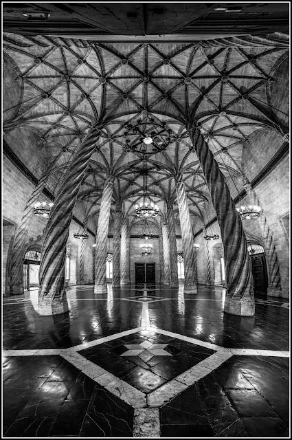 Sala de Contratación de la Lonja de la Seda de Valencia :: Panorámica 7 x Canon EOS 5D MkIII | ISO 6400 | Canon 17-40 @17mm | f/5.0 | 1/40s