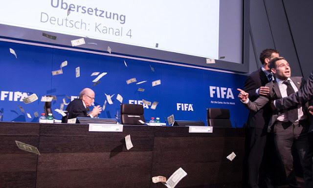 Sepp Blatter humilié en direct
