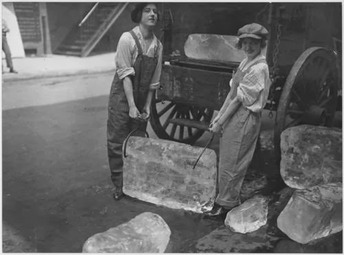 Women delivering ice in World War I from an ice wagon, during the final surge in the ice trade, 191