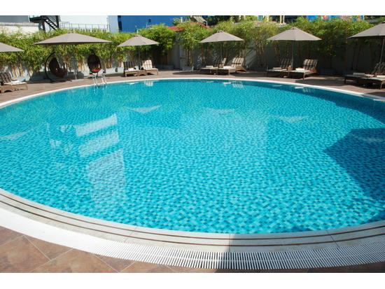 Ốp đá bể bơi