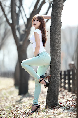 Mina Sexy Model Nature's Beauty