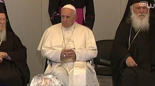 Μηνύματα Πανθρησκείας, φαρισαϊσμός και αποδοχή της ισλαμοποίησης - Το ρεζουμέ της επίσκεψης Πάπα στην Λεσβο