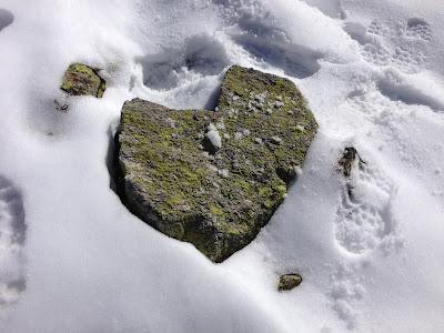 mit Strich und Faden |Steinherz im Schnee Graubünden Schweiz