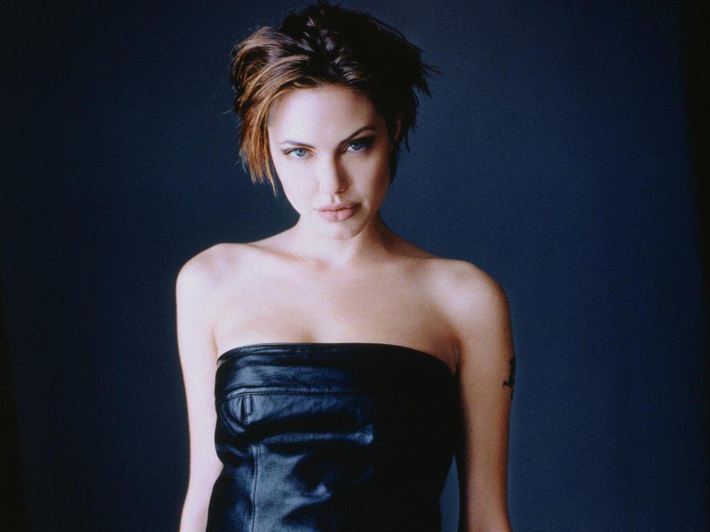 http://2.bp.blogspot.com/-Z4DO4hYpOp8/TdnswOgHRfI/AAAAAAAABAI/fmnp3uypxPU/s1600/Angelina-Jolie-154.JPG