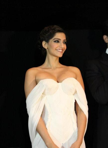 Sonam Kapoor Boobs pictures