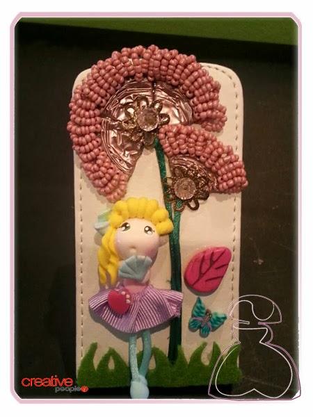 Funda de móvil con muñequita coqueta y rubia de Sylvia Lopez Morant