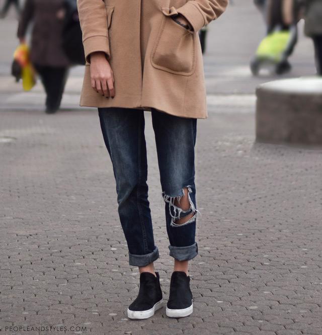 Ana Maria Jelavić, how to wear distressed boyfriend jeans in winter - a line coat and slip on sneakers,, kako nositi podrapane trpaperice zimi, street fashion Zagreb, ulična moda Zagreb, peopleandstyles.com