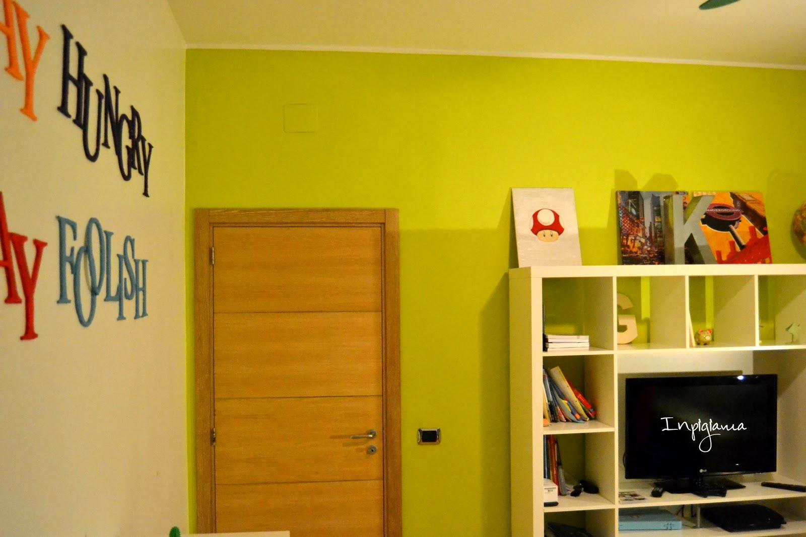 In pigiama decorare una parete con una scritta - Decorare pareti con scritte ...