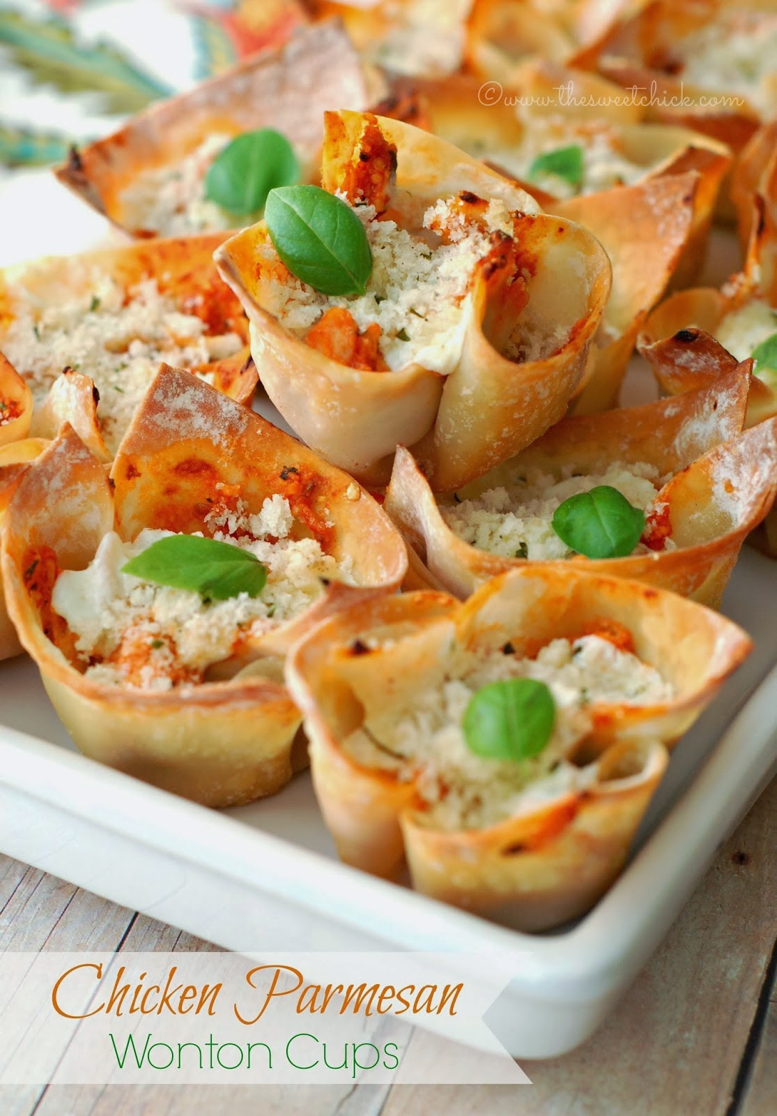 Chicken Parmesan Wonton Cups @www.thesweetchick.com