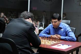 Échecs à Moscou : le champion du monde Vishy Anand annule avec les Noirs face au challenger Boris Gelfand lors de la 11e partie - Photo © Chessbase