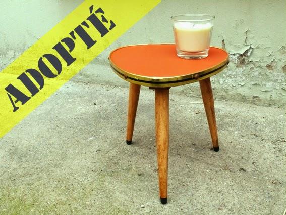 http://adopteunmeuble.net/2013/01/17/petite-table-tripode-50s/