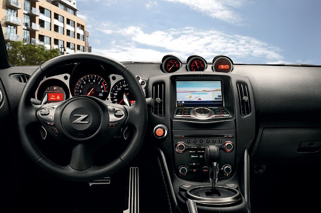 2013 Nissan Z Roadster interior