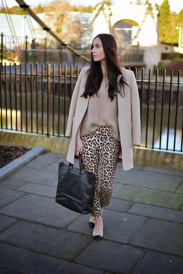 LamourDeJuliette_Leo_Pants_Outfit_Beige_Chanel_Flats_FashionBlog_004