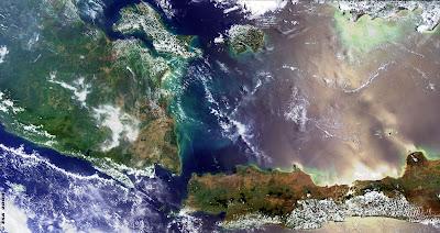 pulau jawa dan sumatera ketika dilihat di luar angkasa