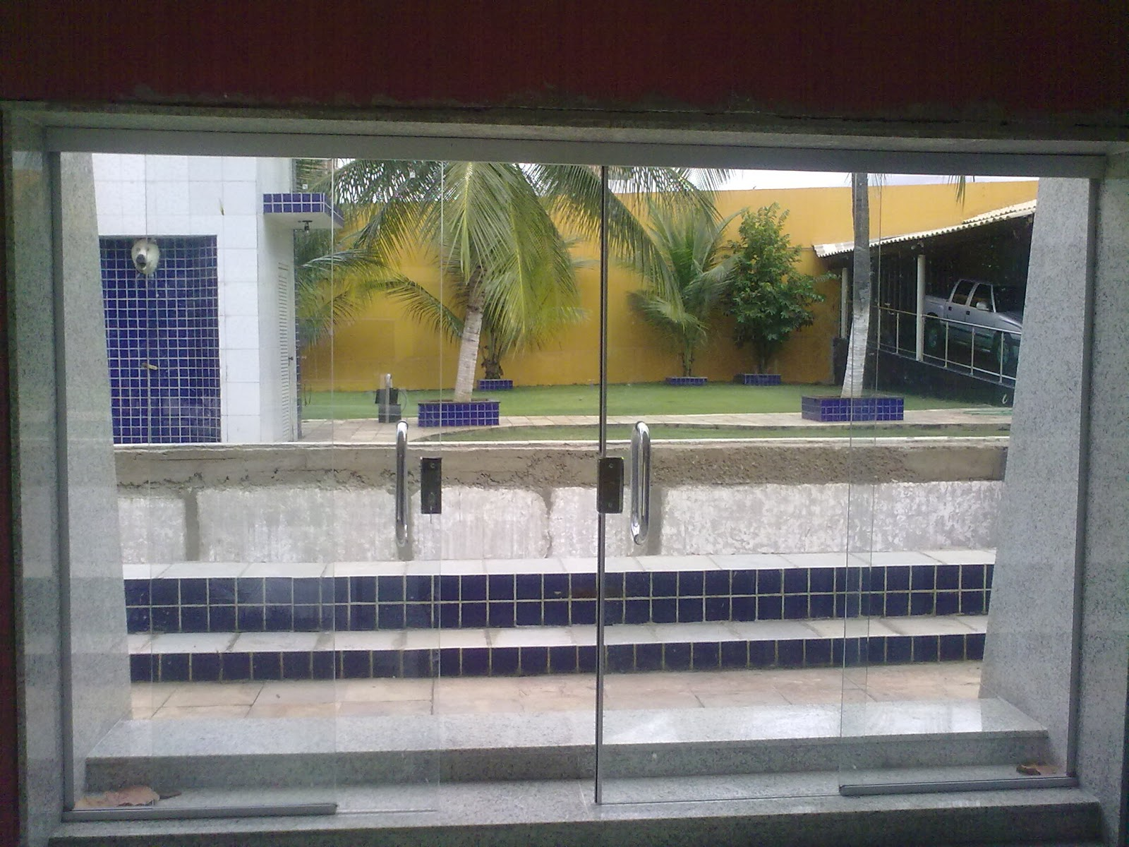 #8C713F PORTA CORREDIÇA 04 FOLHAS EM VIDRO TEMPERADO INCOLOR 1100 Portas E Janelas De Aluminio Na Telha Norte