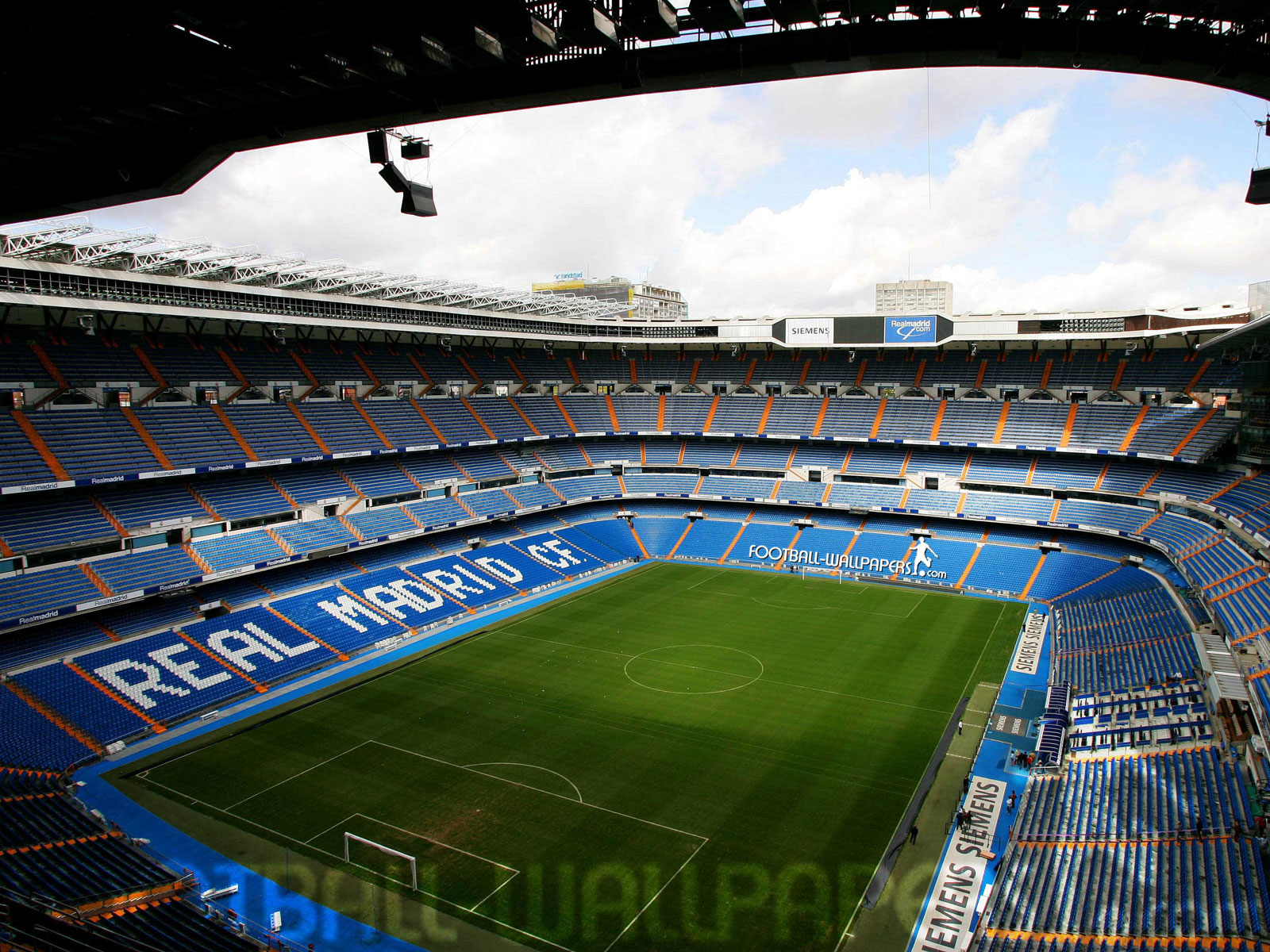 Siempre 99 estadios de football espa a 2 for Puerta 38 santiago bernabeu
