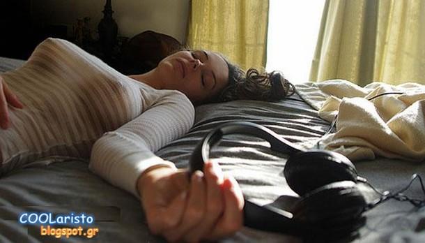 Фото голых девушек спящих в постели