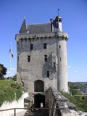 «Tour de l'horloge château de Chinon». Publicado bajo la licencia CC BY-SA 2.5 vía Wikimedia Commons - http://commons.wikimedia.org/wiki/File:Tour_de_l%27horloge_ch%C3%A2teau_de_Chinon.JPG#/media/File:Tour_de_l%27horloge_ch%C3%A2teau_de_Chinon.JPG.