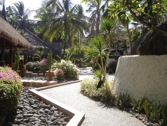 Un rincón de los jardines del hotel
