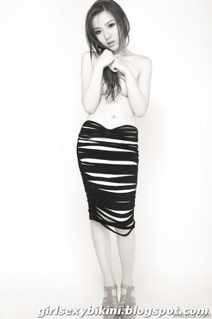 Kiki shy sexy black and white photo