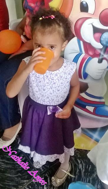 Look do dia: Infantil - vestido, meia calça e sapatilha.