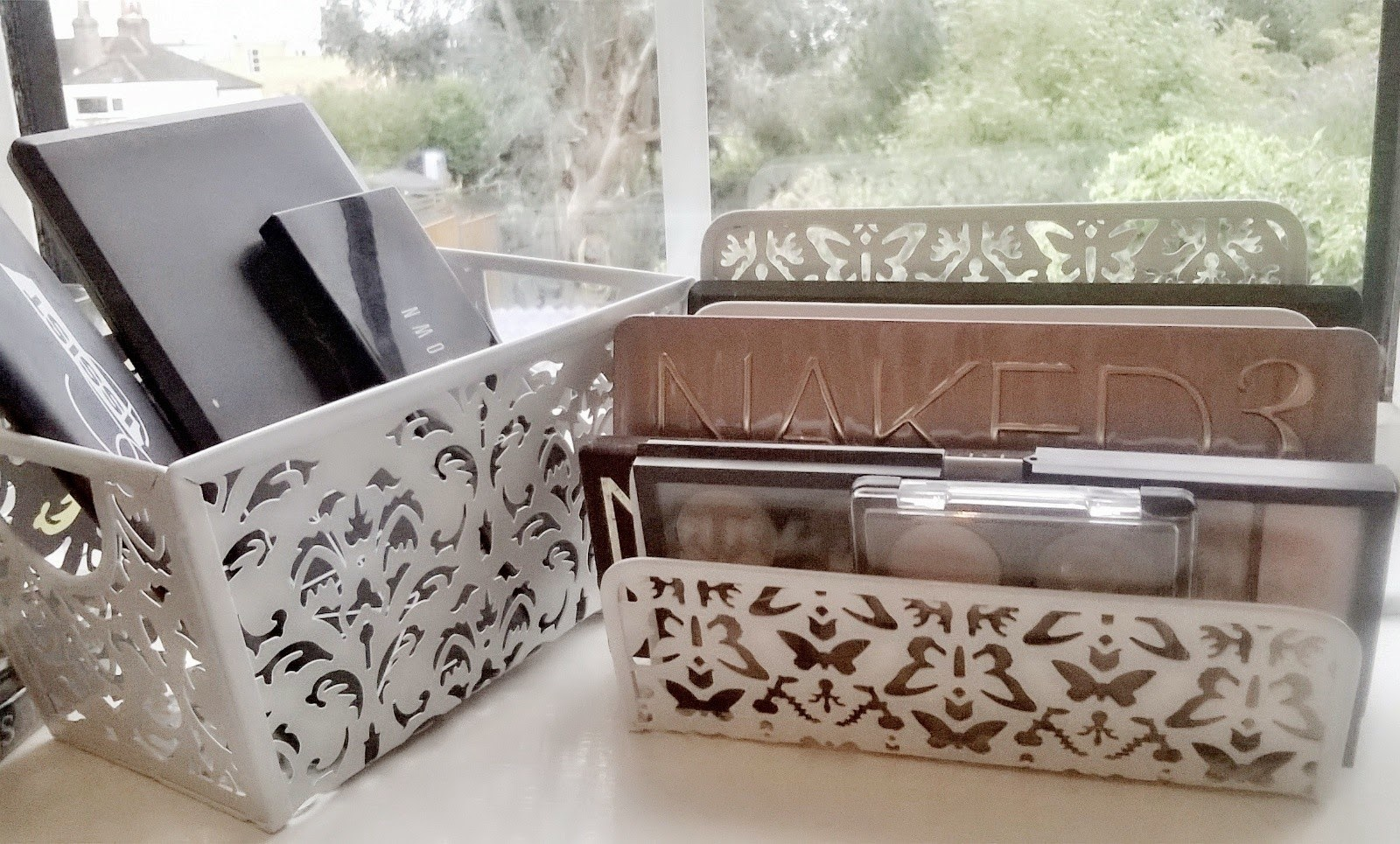 Beautiful Life As I Know It Make Up Palette Storage Solution White Filigree