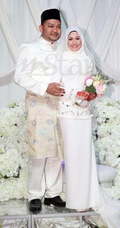 Mila Jirin selamat menikah dengan pengurus sendiri dengan sekali lafaz