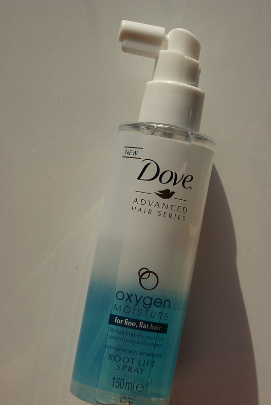 Spray unoszący włosy u nasady Dove Oxygen & Moisture
