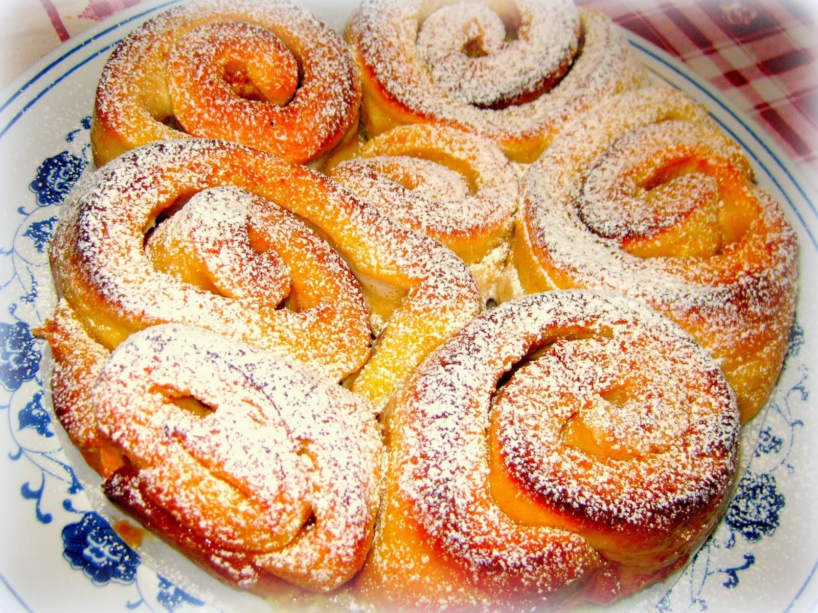 La ricetta della torta di rose con burro e zucchero per festeggiare tutte le donne.