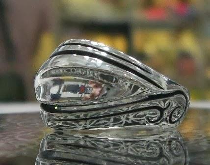 OZ Abstract - The Essence of Elegance Eye of Buddha Ring