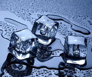 Letakkan Es Batu di Leher, Ini Manfaatnya Untuk Kesehatan