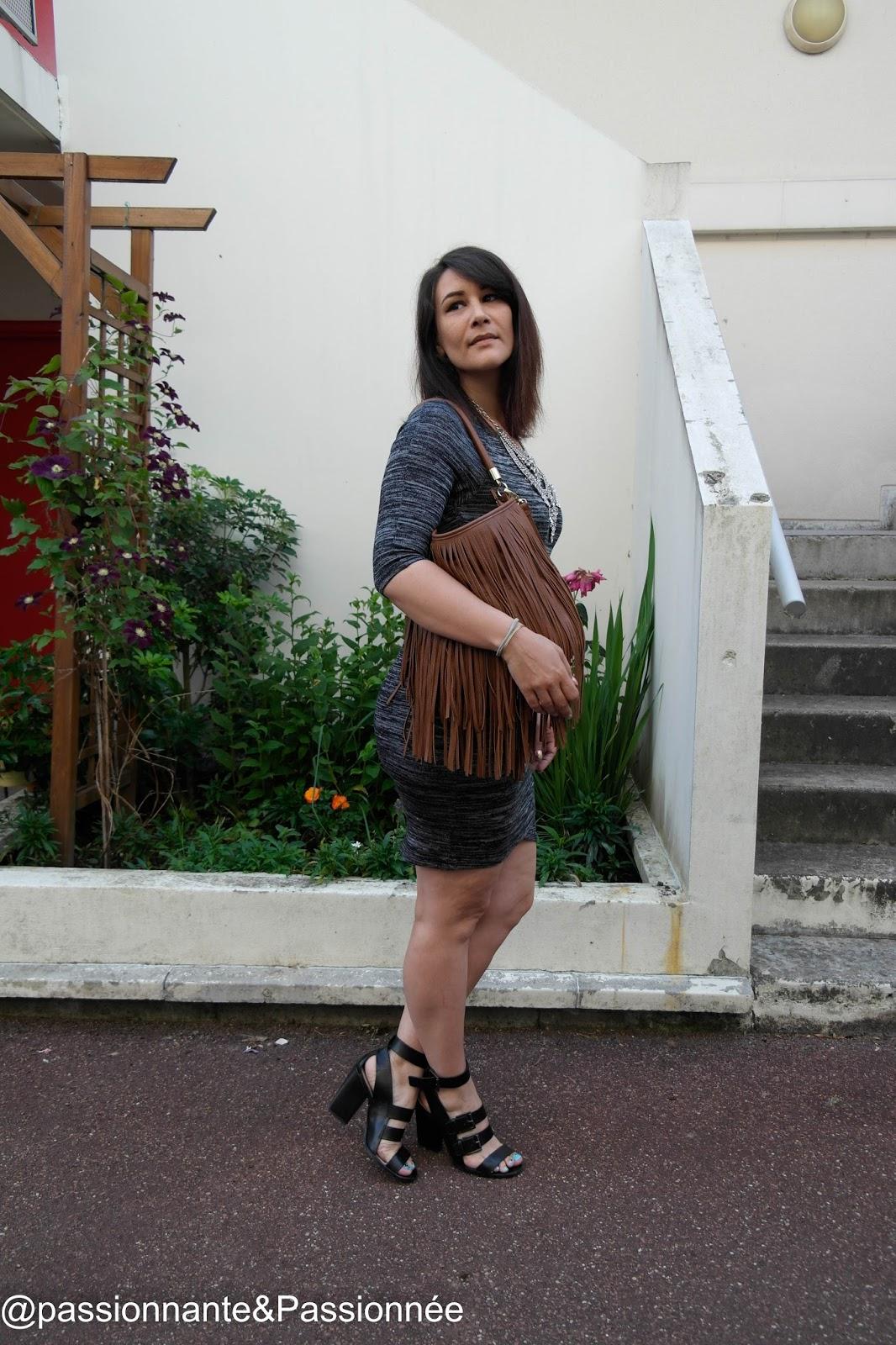 En forme et en robe moulante