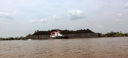 Wisata Susur Sungai Barito di Banjarmasin
