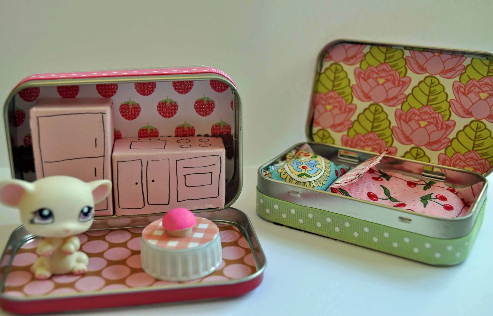 Summer soiree altoid tin dollhouses laura k bray designs for Accessoire maison