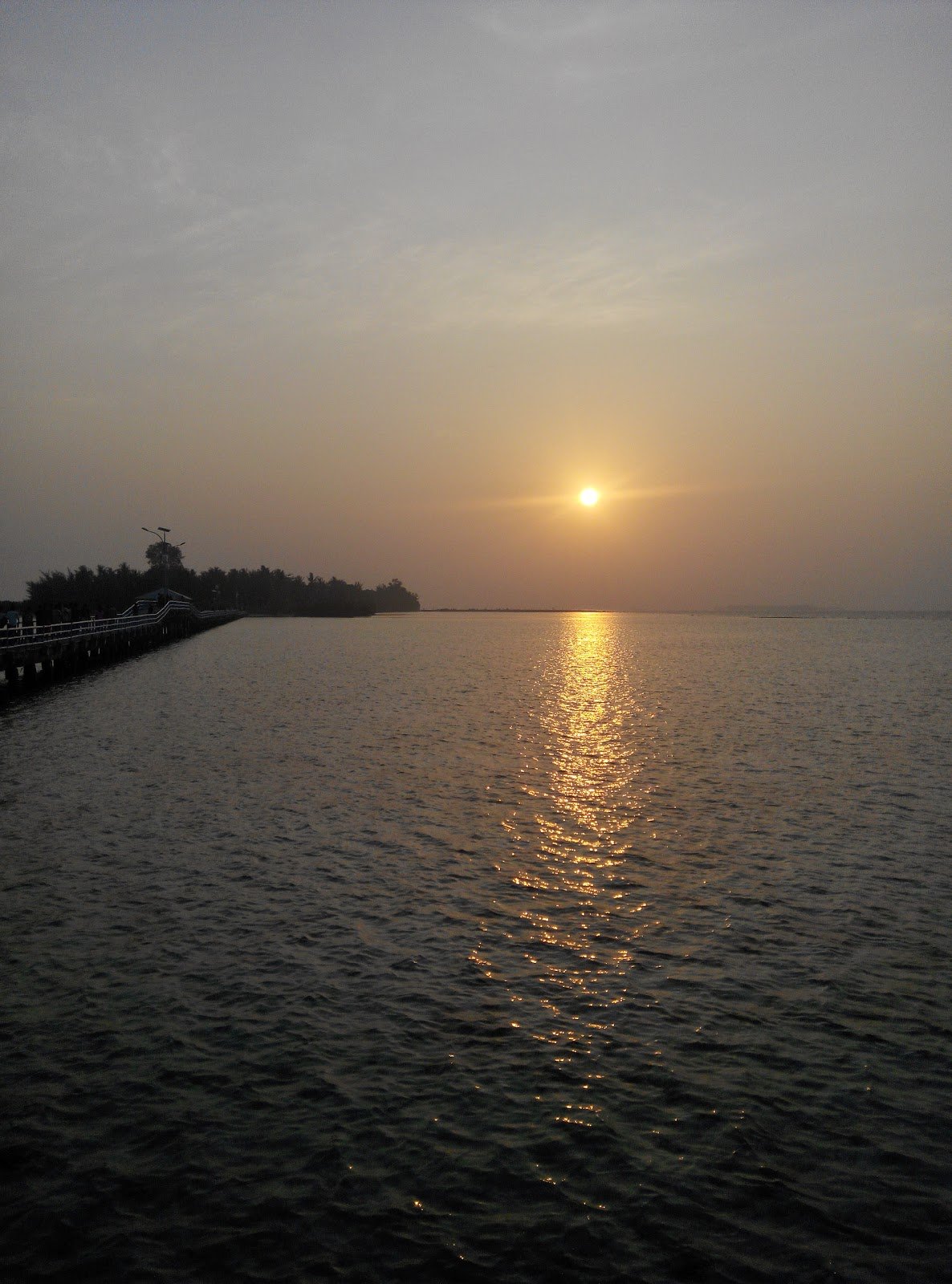 Sunrise di Jembatan Cinta