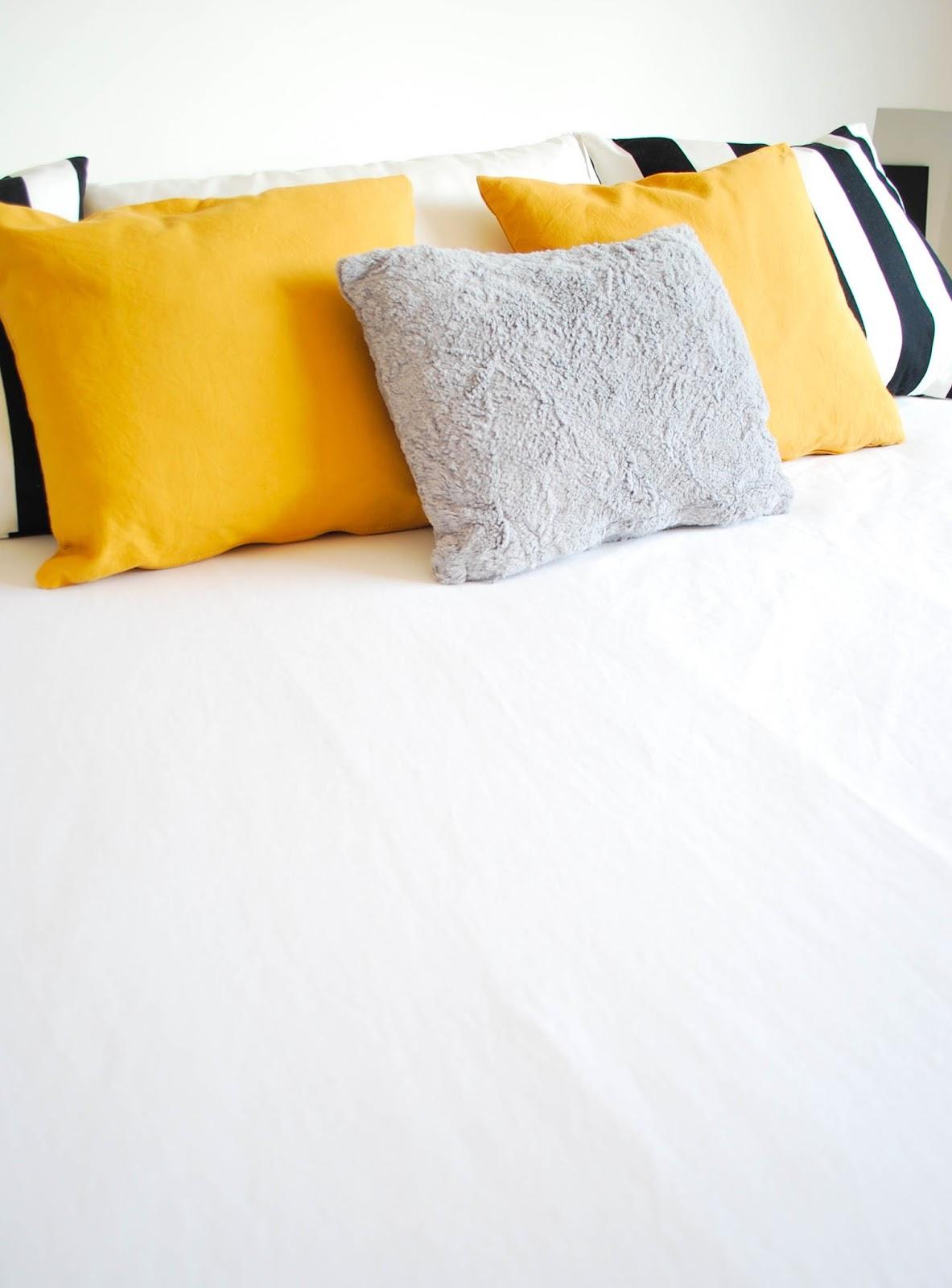 Mi dormitorio con detalles mostaza for Cuarto xl mostaza