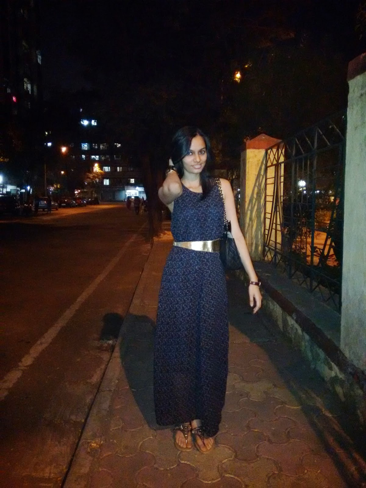 maxi dress, how to wear a maxi dress, dinner outfit ideas, date night outfit, gold accessories, gold accents, how to wear a gold belt, mumbai streetstyle, vero moda maxi, maxi dress style, mumbai fashion blogger, indian fashion blogger