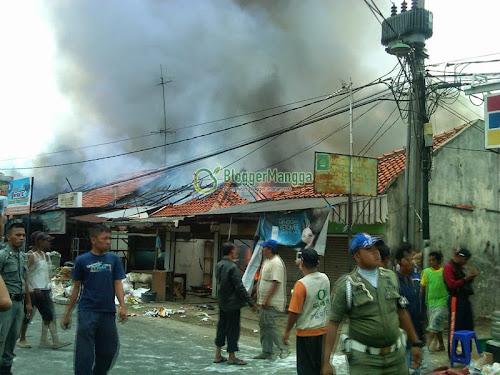 foto kebakaran pasar kertasemaya 12