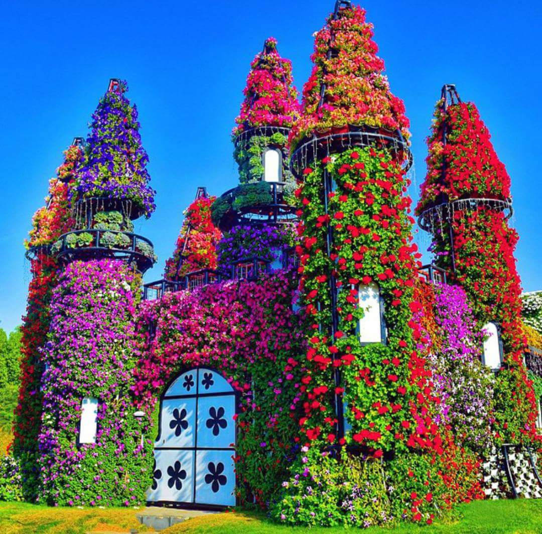 K lt r sanat e lence d nyan n en b y k bah esi dubai for Classic house with flower garden