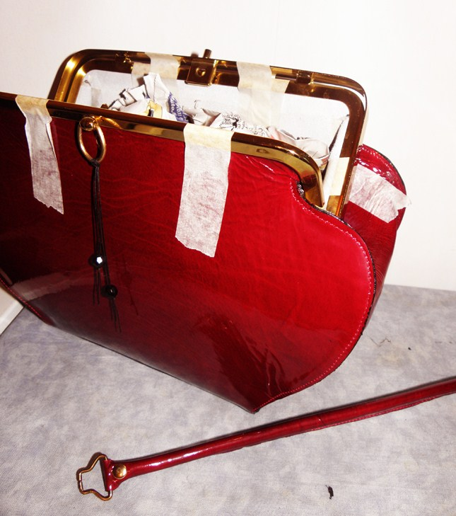 Punainen Käsilaukku : Shoes ?til by sini deep red handbag made of patent
