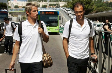 Coentrao and Carvalho arriving at Barajas airport