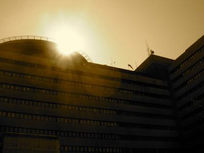 "Sjukhuset i Lund, ""Blocket, med soluppgång över helikopterplattan. foto: Reb Dutius"